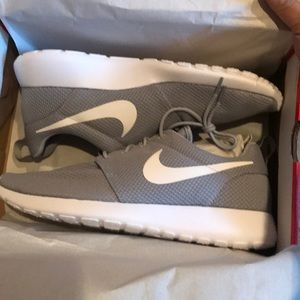 Nike roshe one wolf grey /white